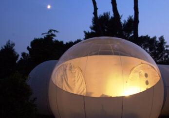 Dormir en una burbuja bajo las estrellas
